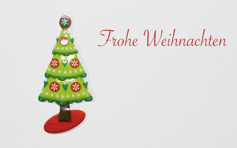 https://foto.wuestenigel.com/frohe-weihnachten-schriftzug-mit-weihnachtsbaum-auf-weiszem-hintergrund/ https://creativecommons.org/licenses/by/2.0/